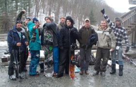 men snow boarding